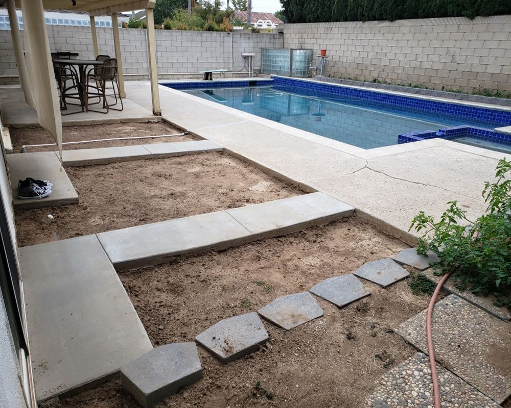 Pool without turf