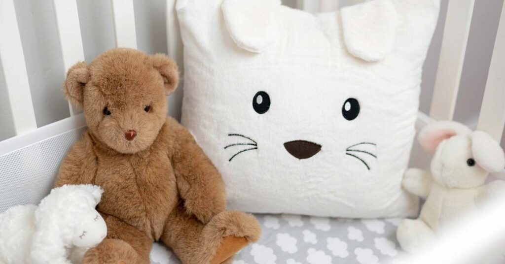 When choosing a crib, check it carefully to ensure that the baby's sleep place is safe.