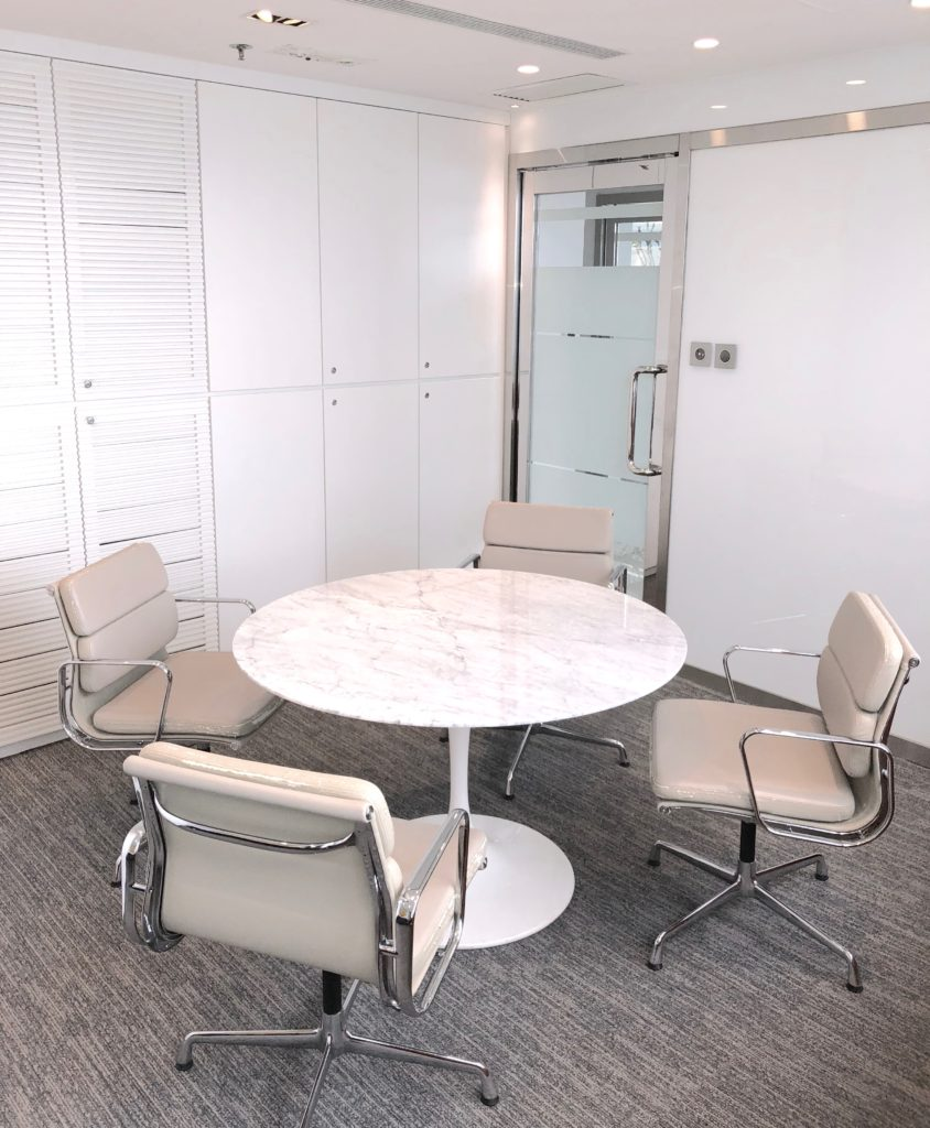 Cozy meeting room with an abundance of natural light