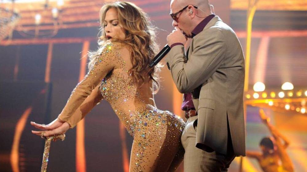 Jennifer Lopez Twerks on Pitbull