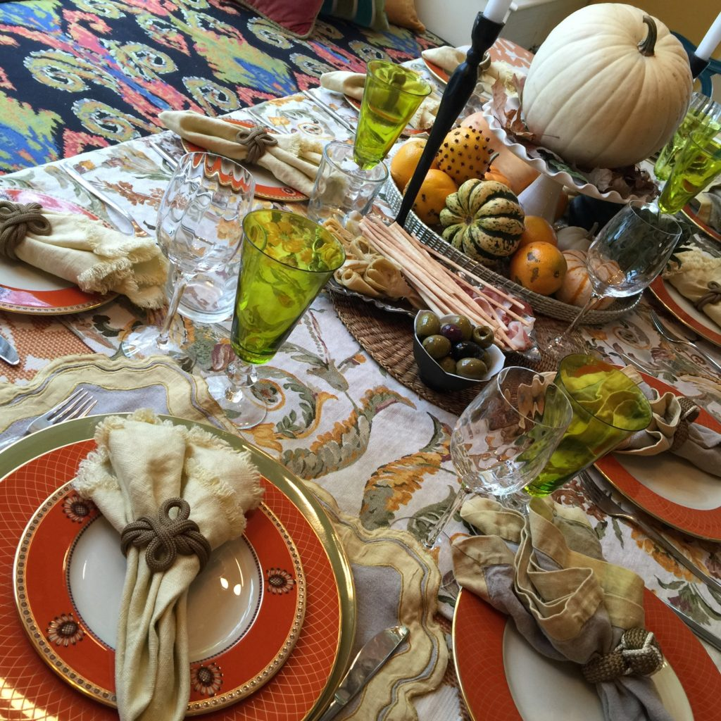 Tablescaping Pro Tips for Holiday Decor