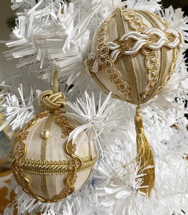 Champagne gold Trim Queen Ornament Kit