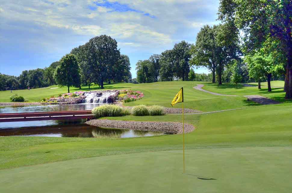 Bogey-Hills-Country-Club,-St-Charles,-MO-Waterfall