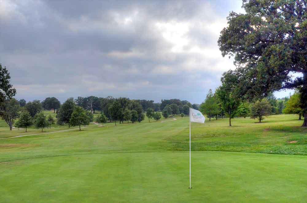 Carthage-Golf-Course,-Carthage,-MO-Flag
