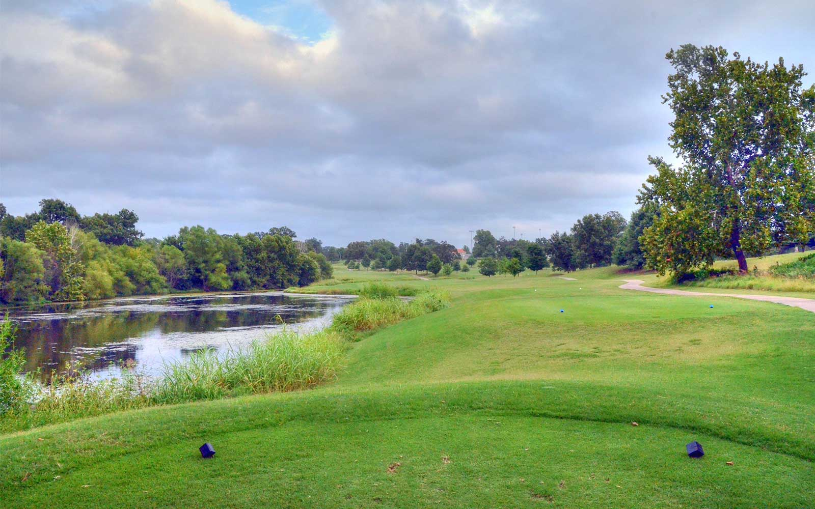 Carthage-Golf-Course,-Carthage,-MO-Lake