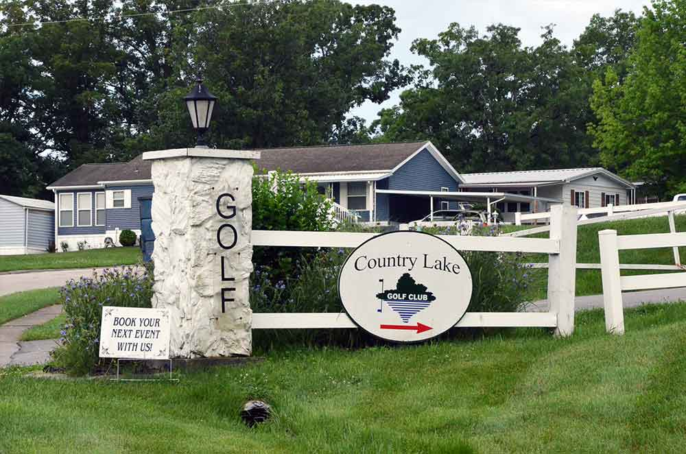 Country-Lake-Golf-Club,-Warrenton,-MO-Sign