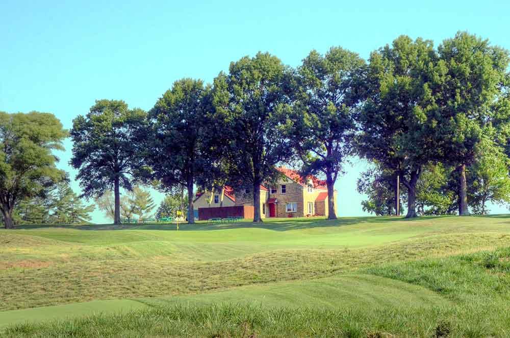 Fred-Arbanas-Golf-Course,-Kansas-City,-MO-Flag
