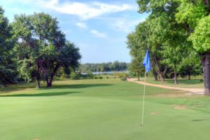Gene-Pray-Memorial-Golf-Course,-El-Dorado-Springs,-MO-Green