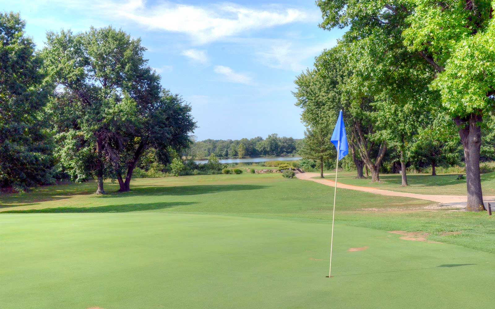 Gene-Pray-Memorial-Golf-Course,-El-Dorado-Springs,-MO-Green