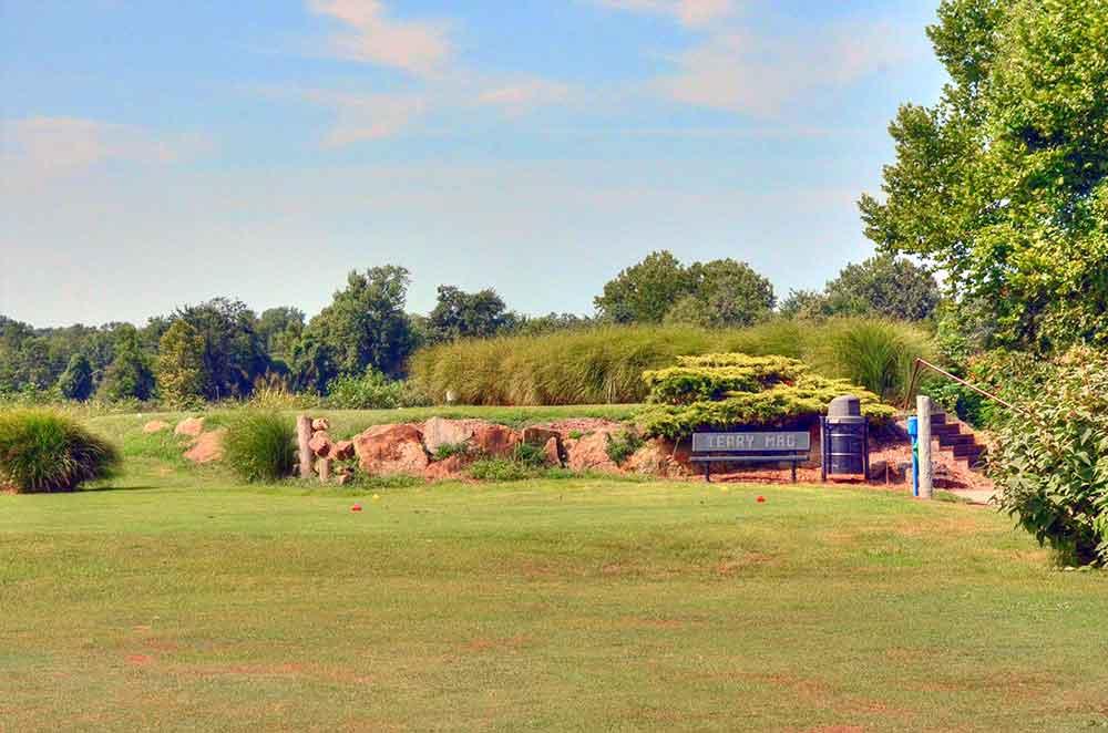 Gene-Pray-Memorial-Golf-Course,-El-Dorado-Springs,-MO-Tee