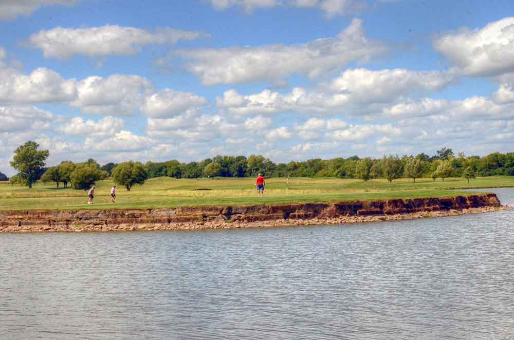 Hoot's-Hollow,-Pleasant-Hill,-MO-Putting