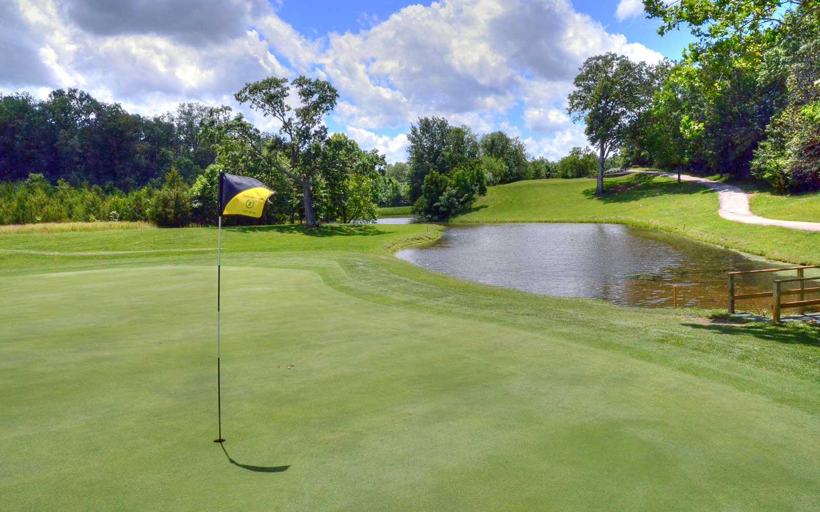 Innsbrook-Golf-Resort,-Innsbrook,-MO-Green