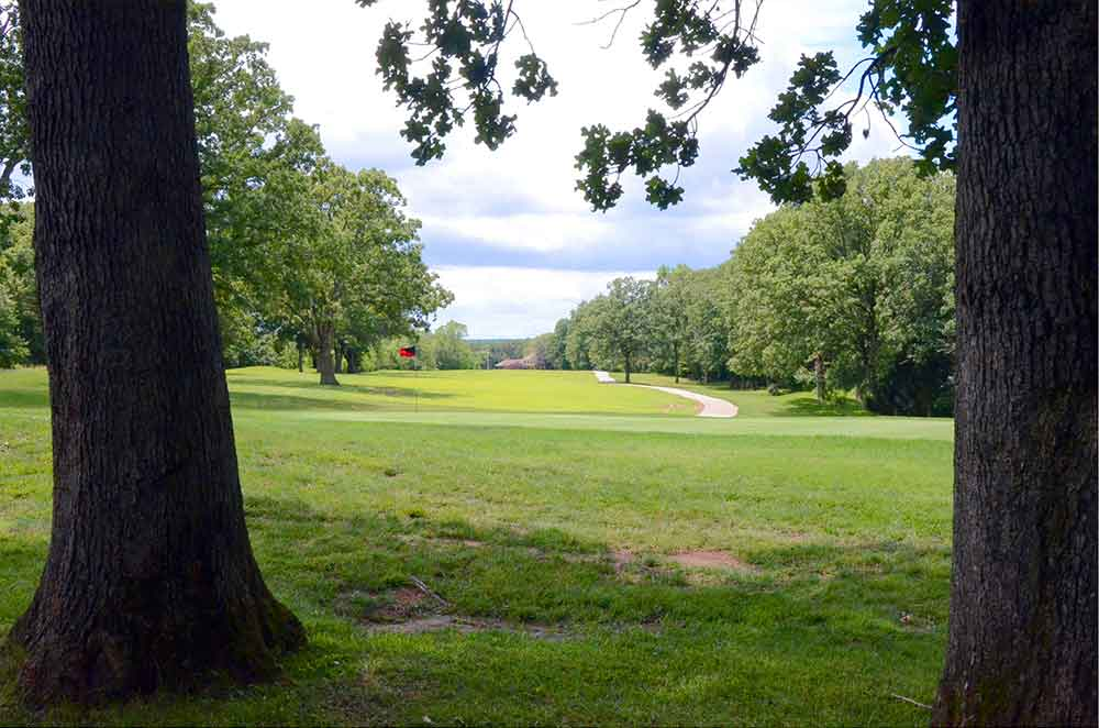 Innsbrook-Golf-Resort,-Innsbrook,-MO-Shadow