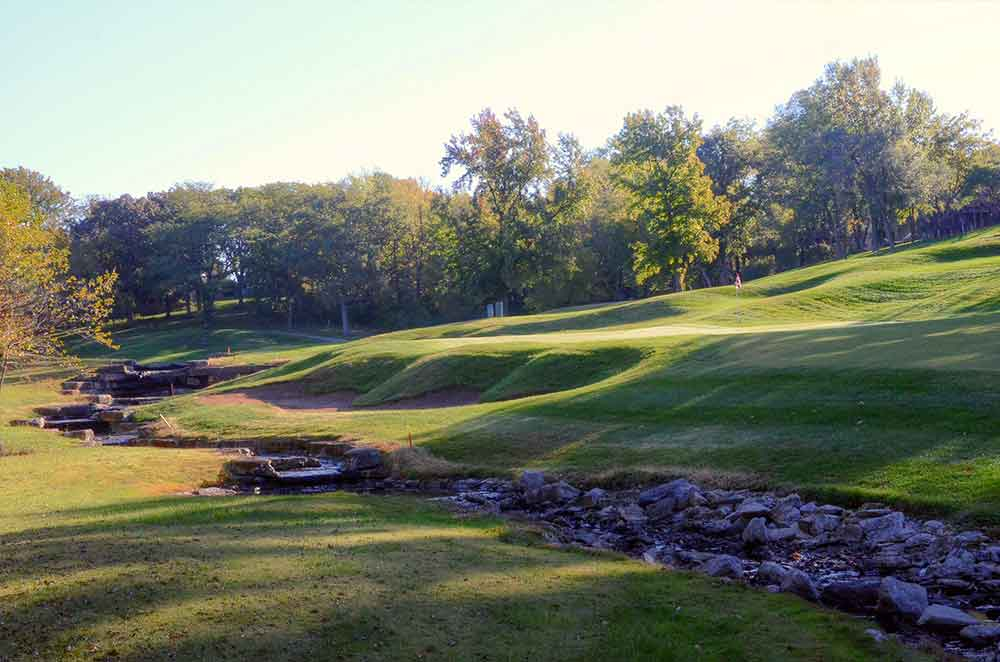 Lakewood-Oaks-Country-Club,-Creek