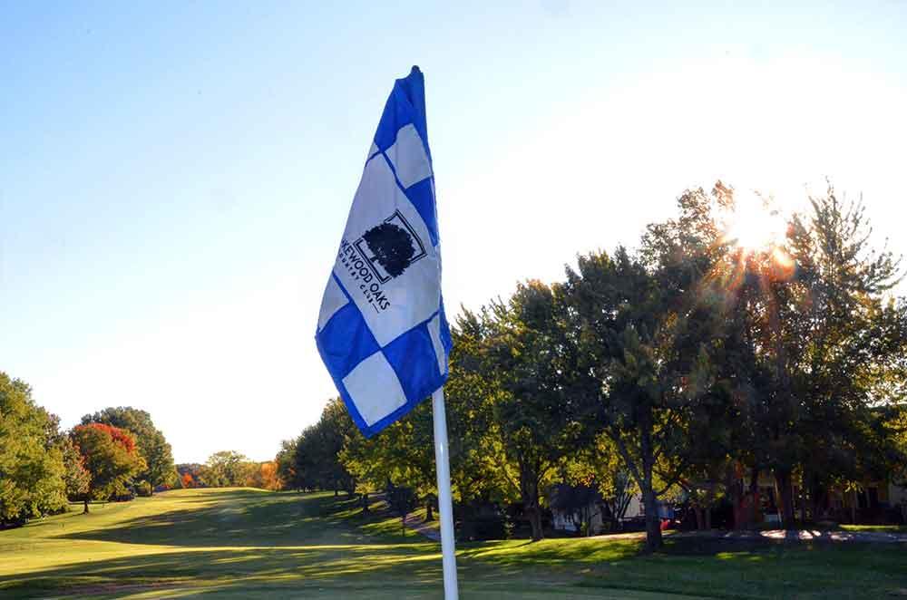 Lakewood-Oaks-Country-Club,-Sun