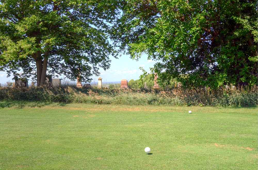 Mound-City-Golf-Club,-Mound-City,-MO-Cemetary