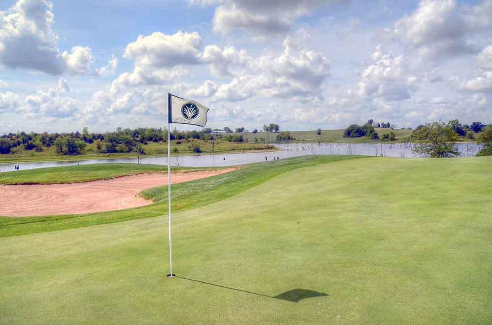 Mozingo-Lake-Recreational-Park-Golf-Course,-Maryville,-MO-Flag