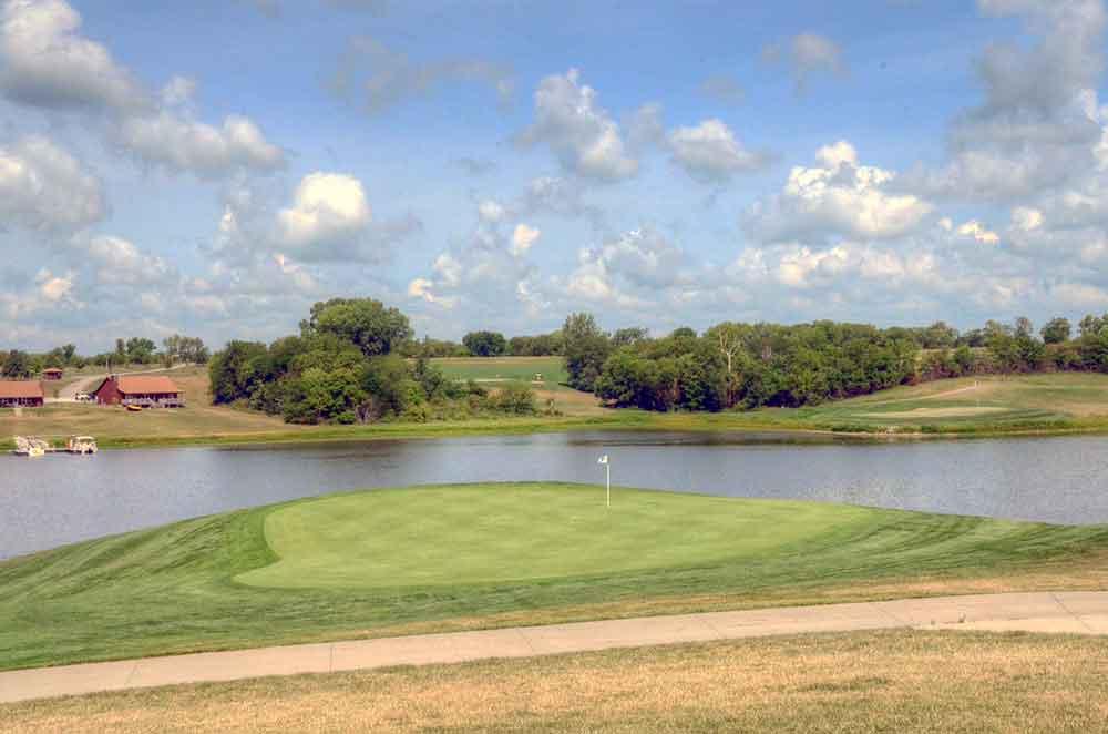 Mozingo-Lake-Recreational-Park-Golf-Course,-Maryville,-MO-Island