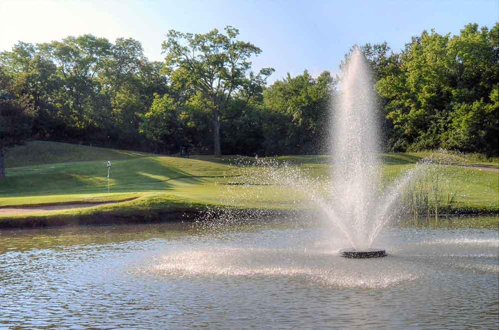 Oakwood-Country-Club,-Kansas-City,-MO-Fountain