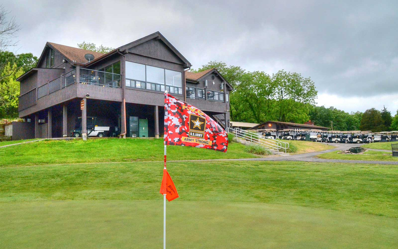 Piney-Valley-Golf-Course,-Ft-Leonard-Wood,-MO--Flag