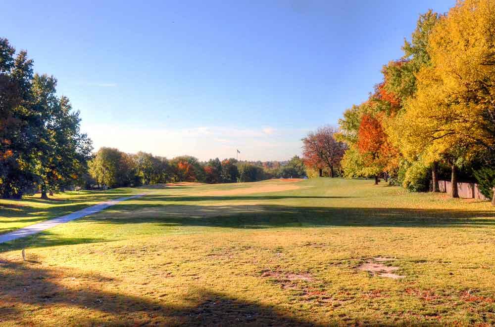 River-Oaks-Golf-Club,-Kansas-City,-MO-Tee