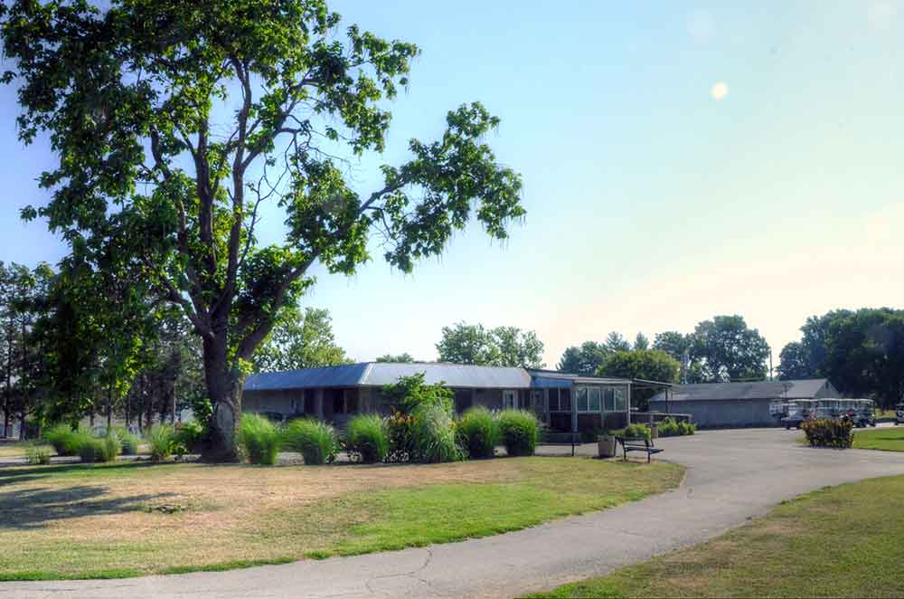 Royal-Meadows-Golf-Club,-Kansas-City,-MO-Club-House