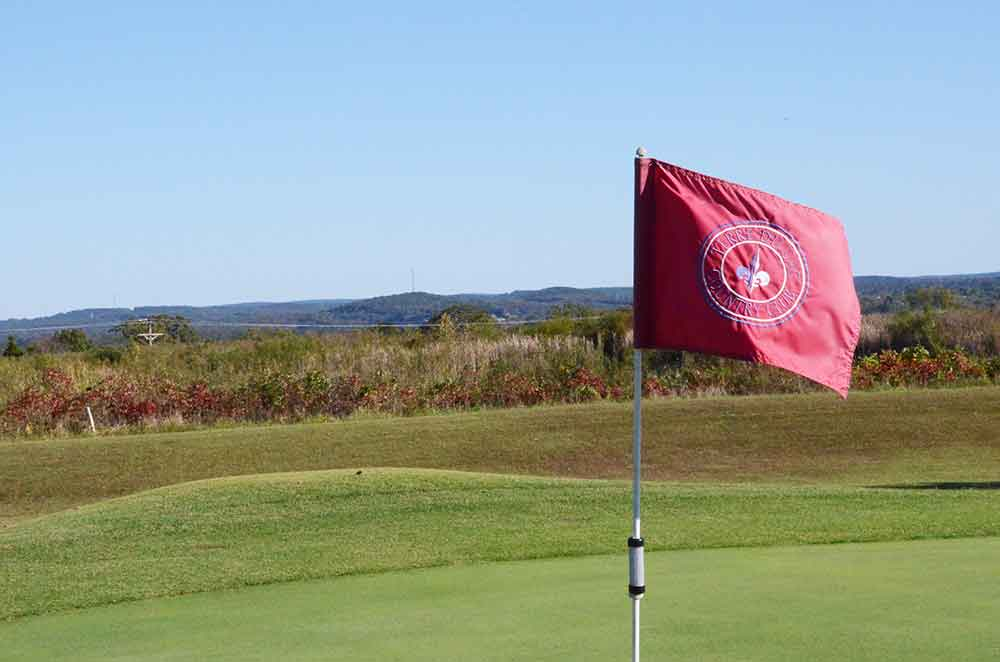 Skyview-at-Terre-du-Lac-Golf-and-Country-Club,-Bonne-Terre,-MO-Flag