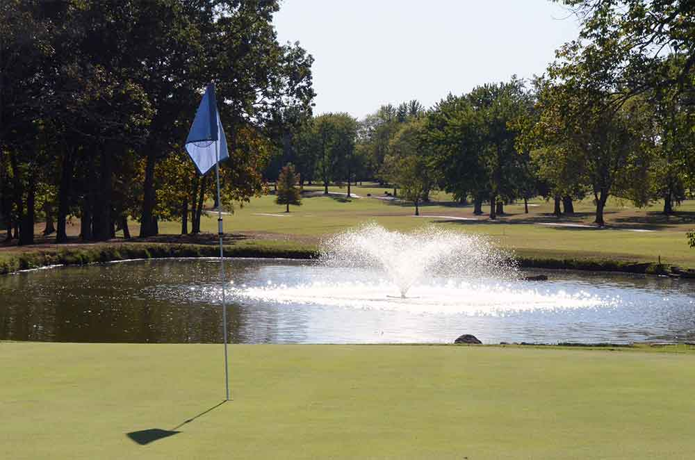Skyview-at-Terre-du-Lac-Golf-and-Country-Club,-Bonne-Terre,-MO-Fountain