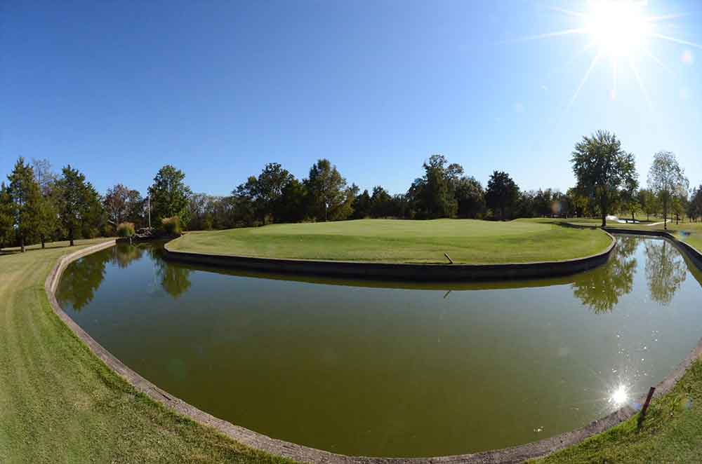 Skyview-at-Terre-du-Lac-Golf-and-Country-Club,-Bonne-Terre,-MO-Moat