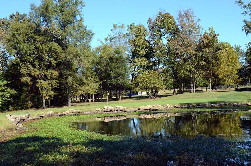 St-Francois-Country-Club,-Farmington,-MO-Pond