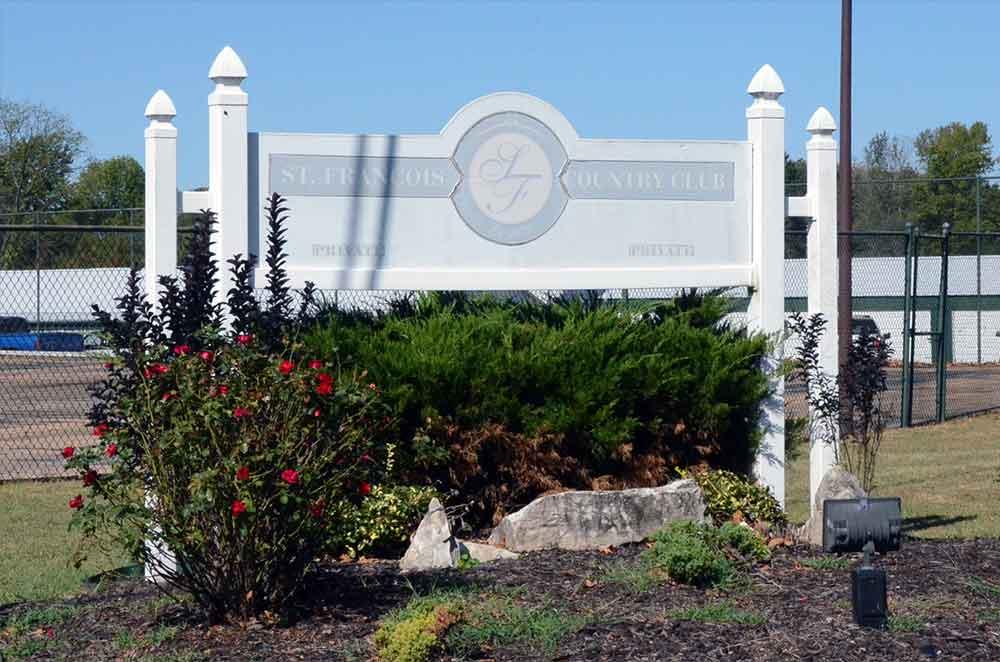 St-Francois-Country-Club,-Farmington,-MO-Sign