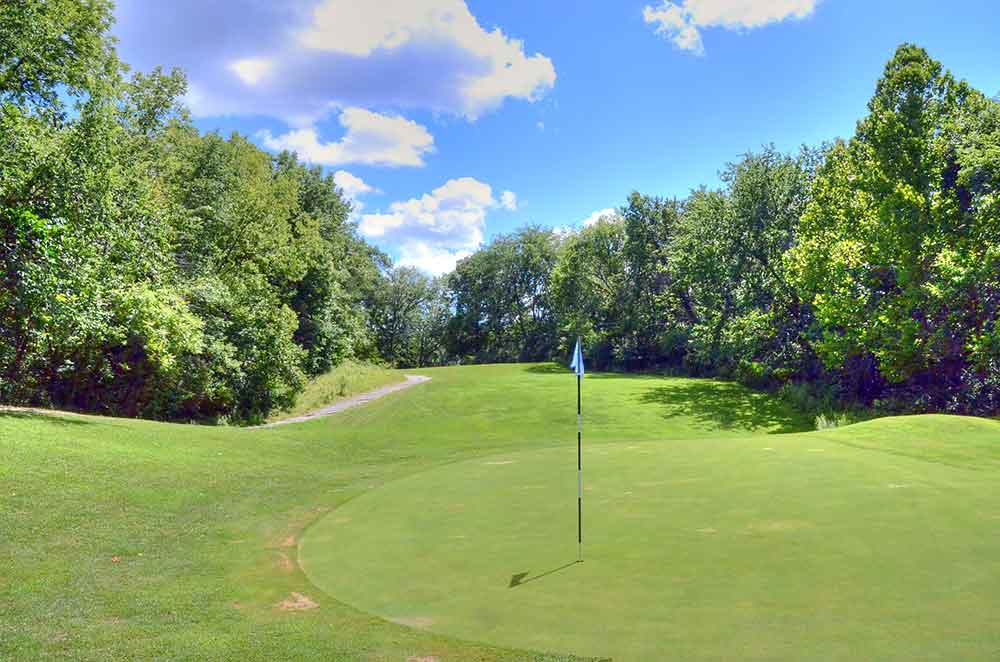 The-Athletic-and-Golf-Club-at-Maple-Creek,-Kansas-City,-MO-Flag