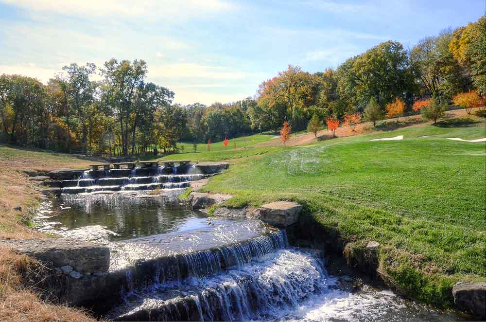 The-Country-Club-at-Loch-Lloyd,-Belton,-MO-Waterfall
