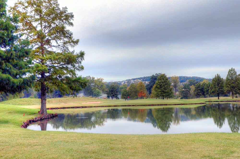 The-Legends-Country-Club,-St-Louis,-MO-Lake