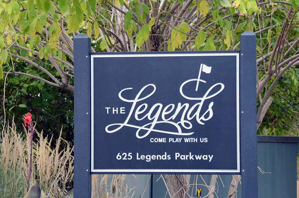 The-Legends-Country-Club,-St-Louis,-MO-Sign