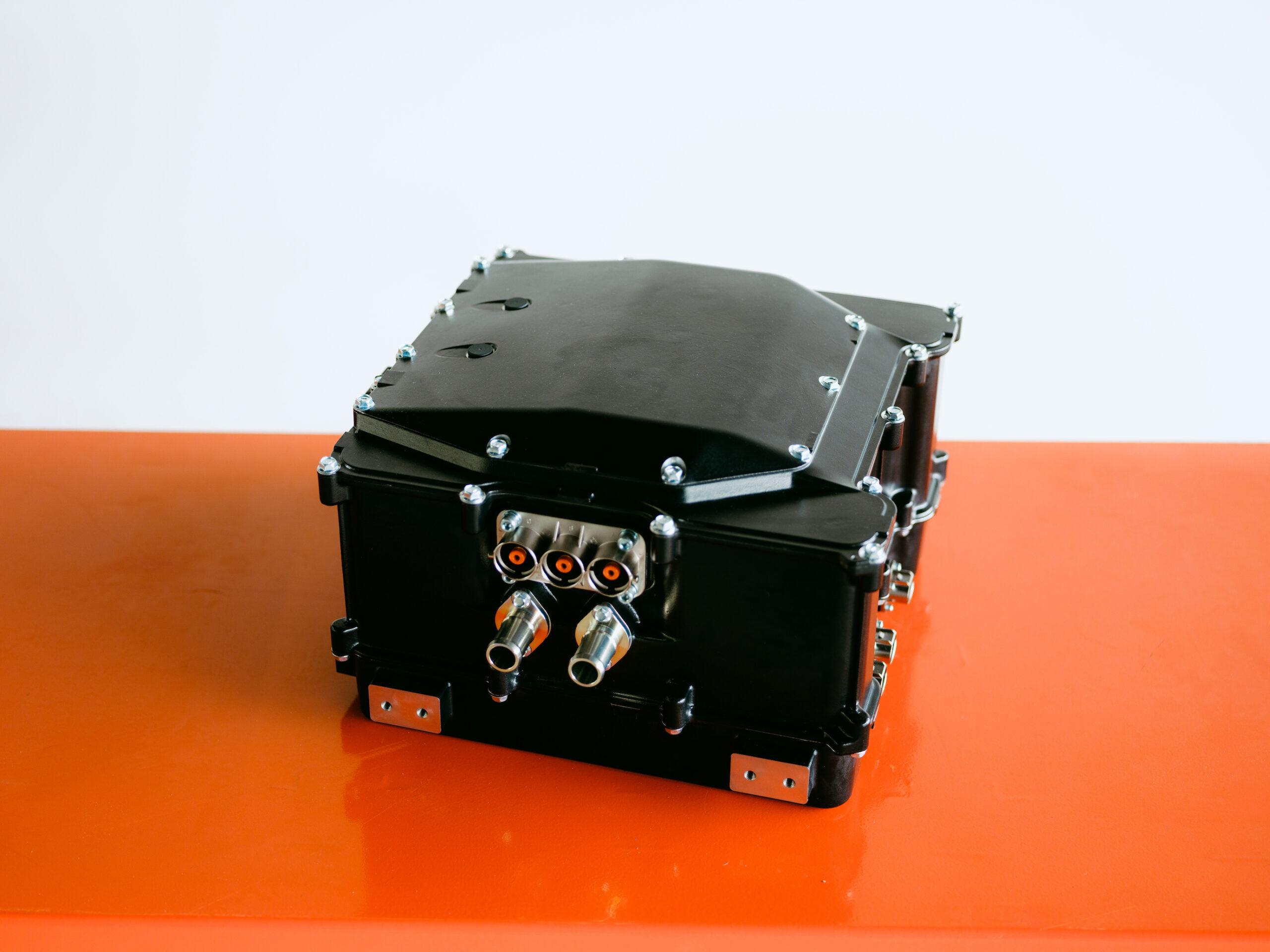 力世纪宣布与ROHM共同完成新一代碳化矽双逆变器800V系统首个原型