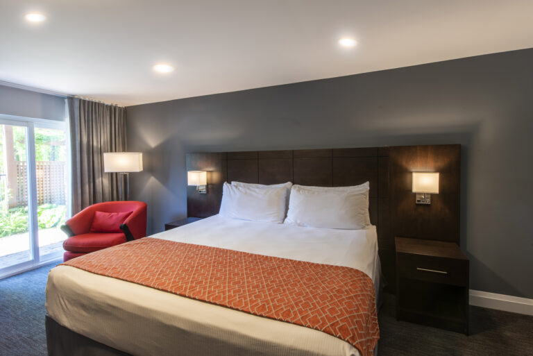 Deluxe Hotel Room Collingwood Blue Mountain