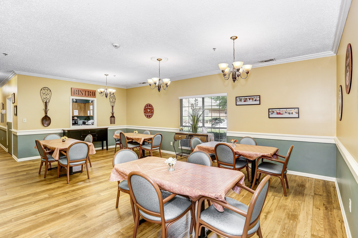 Country Cottages Hoover - Dining Room