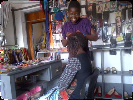 Gloria cutting hair