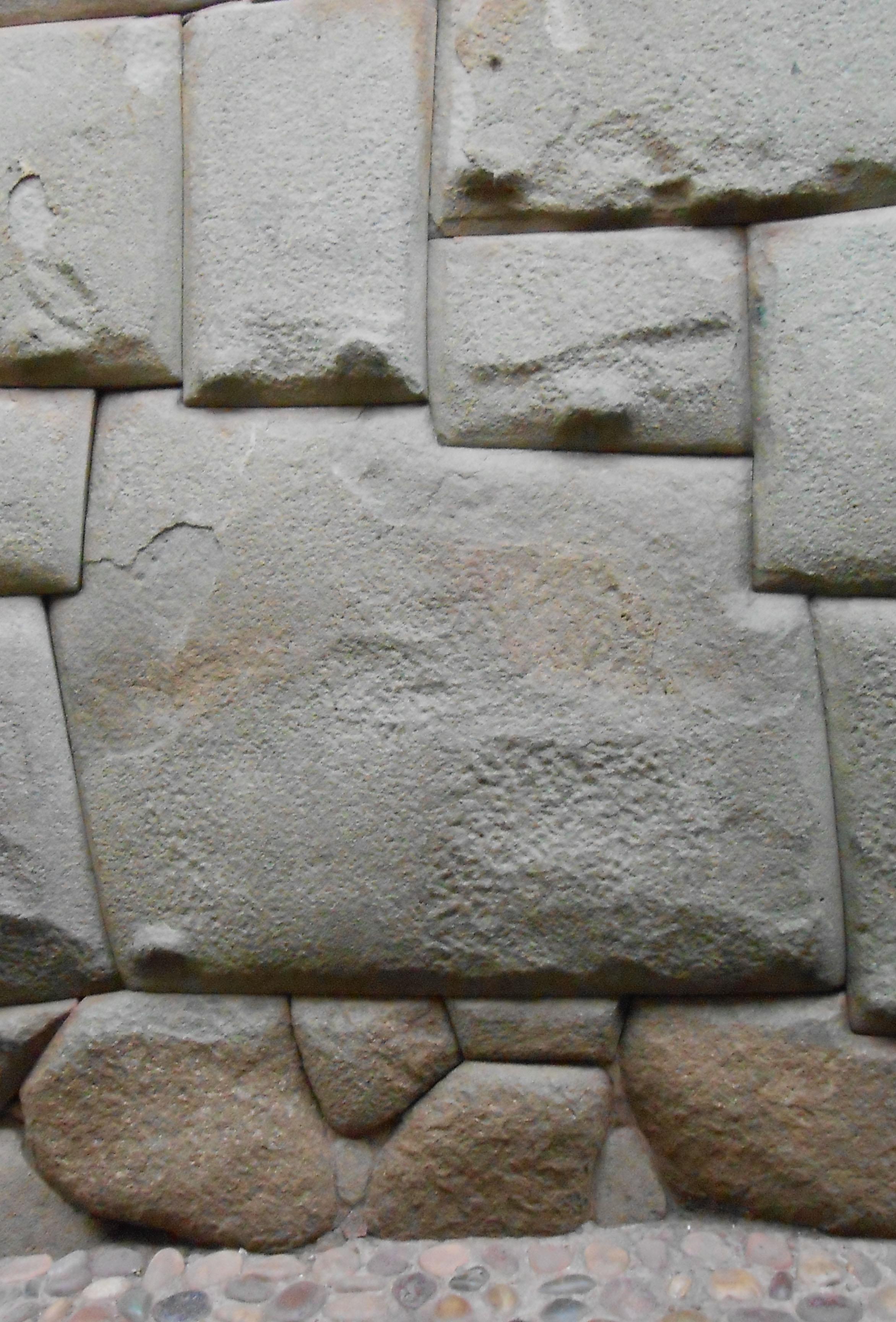 Piedra_de_los_12_angulos vertical
