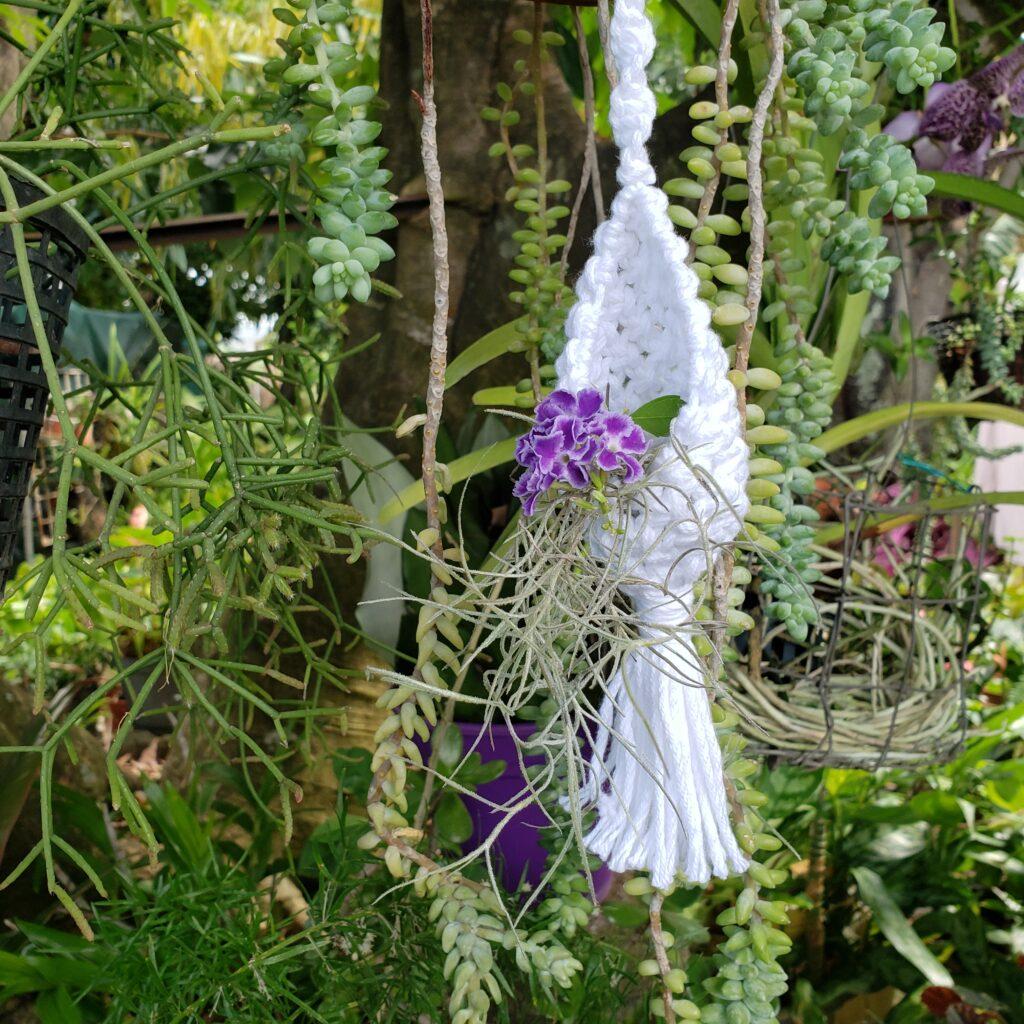 Mini support floral en macramé