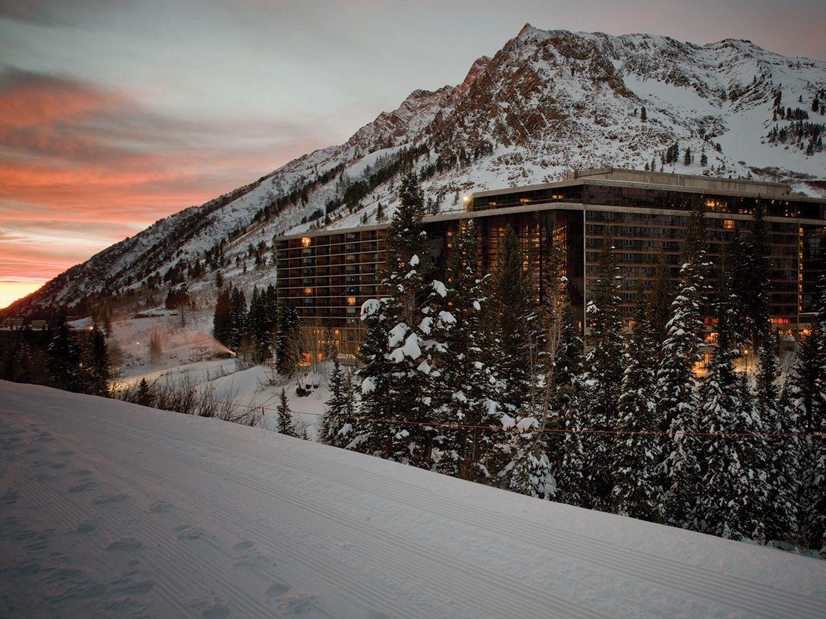 Ski Lodge & Resort