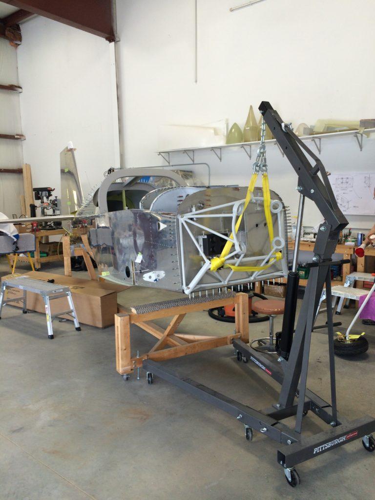 Fuse on the hoist for landing gear install
