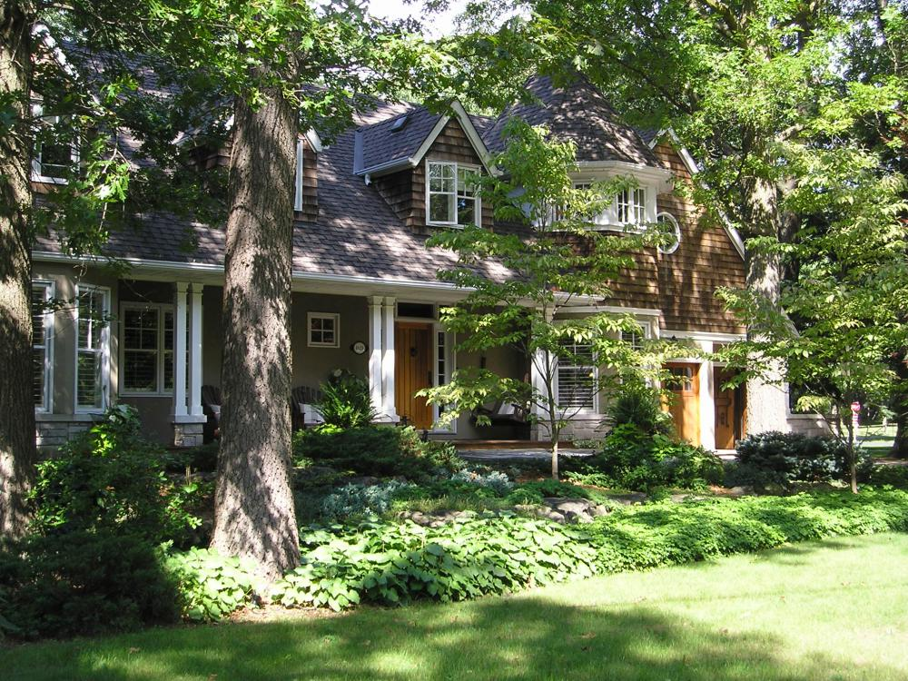 Heritage home in Lorne Park with fireplaces