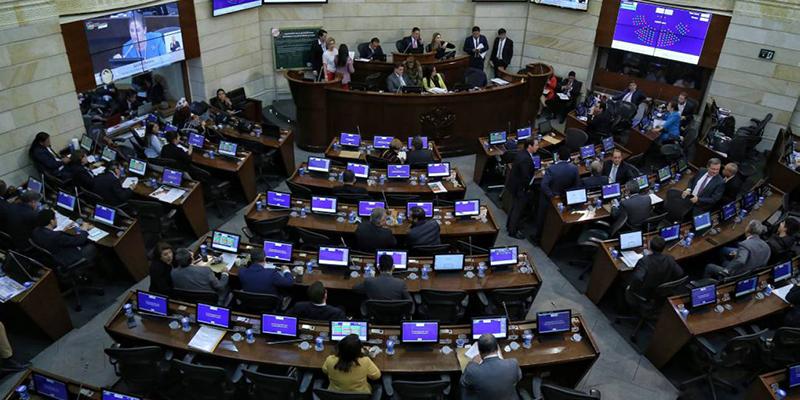 """¿Realmente son necesarias las sesiones """"presenciales"""" en el Senado? - Hernando Fernández"""