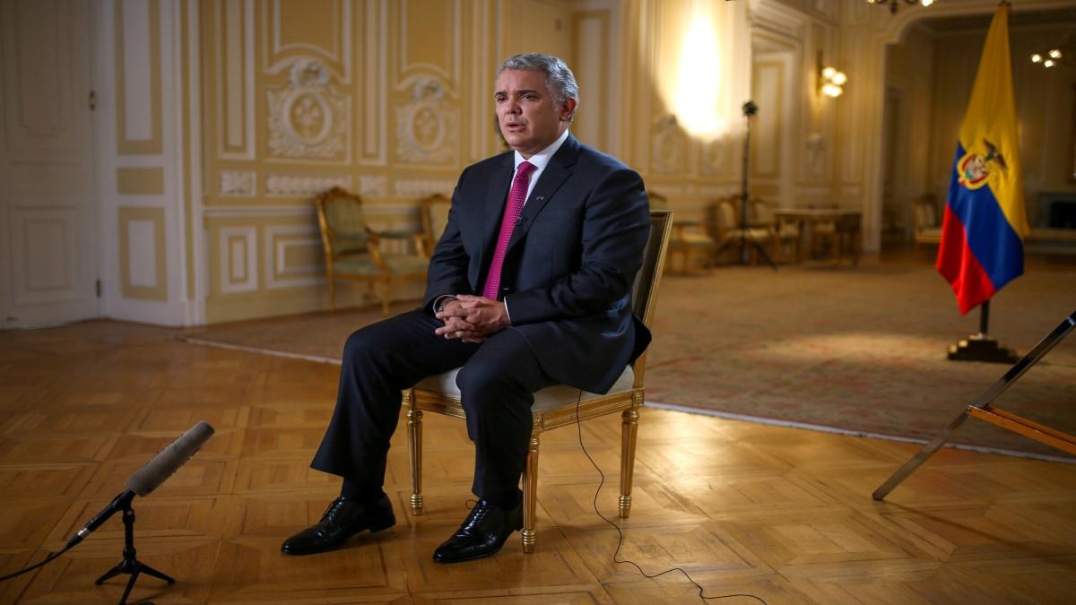 Presidente Duque, salga del studio – Por: Sinar Alvarado