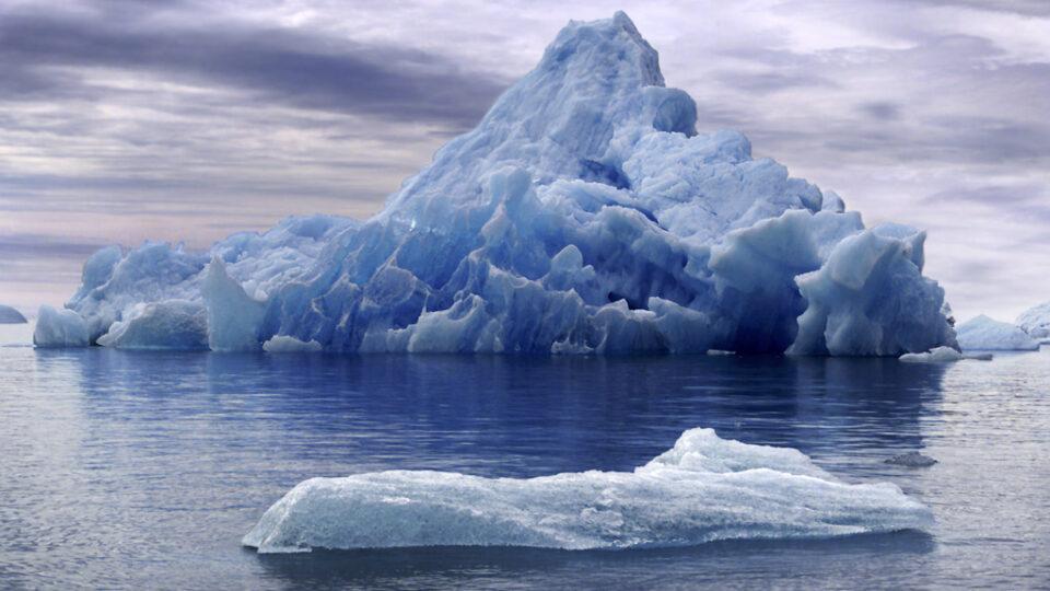Using icebergs for freshwater