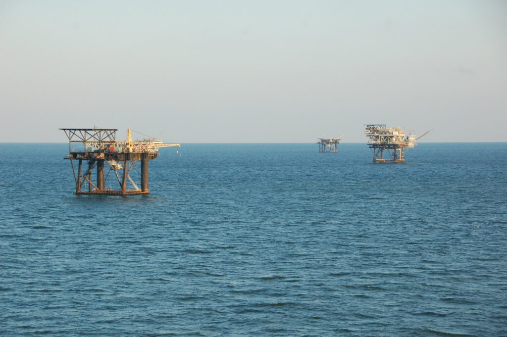 Decommissioned oil rigs should become artificial marine reefs
