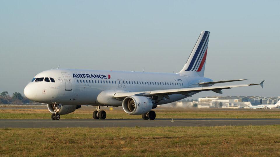 Banning short plane flights to reduce emissions