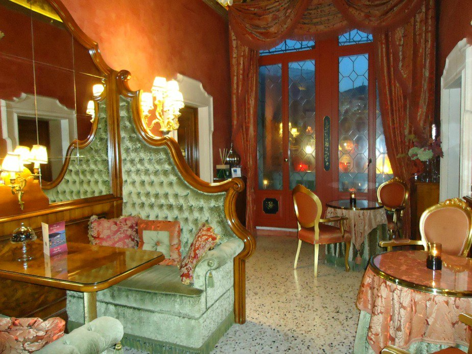 Lounge/Dining Area Leading on the Terrace Al Ponte Antico Hotel Grand Canal Venice